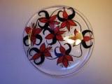 Assiette peinte fleur lys
